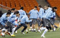 <p>Uruguai treina antes de partida contra Gana pelas quartas de final da Copa do Mundo: técnico disse que seleção deve capitalizar os erros cometidos em jogo anterior e não acreditar que ficará invicta. REUTERS/Henry Romero</p>