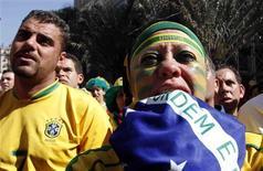 <p>Fã brasileira reage à eliminação do Brasil na Copa do Mundo. REUTERS/Nacho Doce</p>
