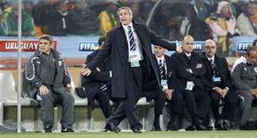 <p>Técnico do Uruguai Tabárez reage durante partida contra Gana, vencida por 4 x 2 nos pênaltis. REUTERS/Siphiwe Sibeko</p>