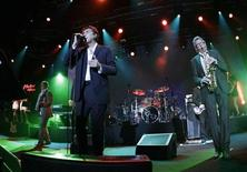 <p>Roxy Music singer Bryan Ferry (C) performs next to guitarist Phil Manzanera (L) and saxophonist Andy MacKay during the 44th Montreux Jazz Festival in Montreux July 2, 2010. REUTERS/Denis Balibouse</p>