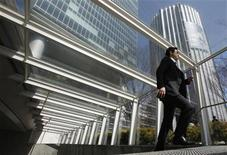 <p>A businessman walks up a staircase in Tokyo March 30, 2010. REUTERS/Yuriko Nakao</p>