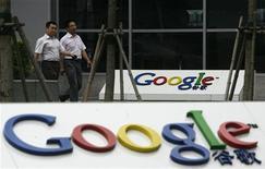 <p>Devant le siège de Google à Pékin. Le directeur général du géant d'internet, Eric Schmidt, a exprimé vendredi son optimisme au sujet du renouvellement de la licence du moteur de recherche en Chine, alors que des bruits courent sur un possible refus de Pékin. /Photo prise le 9 juillet 2010/REUTERS/Bobby Yip</p>