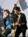 """<p>Группа The Rolling Stones выступает на концерте в рамках своего европейского тура """"A Bigger Bang"""", 11 августа 2007 года. 12 июля 1962 года в музыкальном клубе The Marquee в Лондоне группа The Rolling Stones отыграла свой первый концерт. REUTERS/Denis Balibouse</p>"""