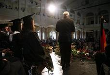 <p>U.S. Defense Secretary Robert Gates delivers the commencement address during the Kaiserslautern High School graduation ceremony in Kaiserslautern June 11, 2010. REUTERS/Carolyn Kaster/Pool</p>