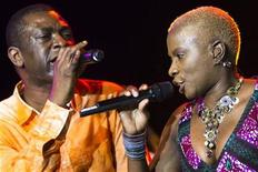 <p>Senegalese singer Youssou N'Dour (L) and Angelique Kidjo from Benin perform onstage during the 44th Montreux Jazz Festival in Montreux July 9, 2010. REUTERS/Valentin Flauraud</p>