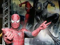 <p>A man dressed as Spider-Man poses for photographers at the 'Spider-Man 3' world premiere event in Tokyo April 16, 2007. REUTERS/Yuriko Nakao</p>