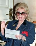 <p>Actress Zsa Zsa Gabor reads a statement at her home in Beverly Hills, concerning a federal court judgement of $3 million against her in this November 13, 1992 file photograph. Gabor, now in her 90s, has broken her hip and will need surgery to replace it, her agent said on July 18, 2010. REUTERS/Fred Prouser/Files</p>