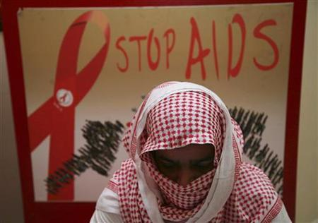 A man living with HIV covers his face to avoid being identified due to fear of discrimination at a Saudi Charity Association for AIDS Patients in Jeddah, July 19, 2010. REUTERS/Susan Baaghil