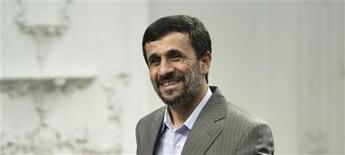 <p>Imagen de archivo del presidente iraní, Mahmoud Ahmadinejad, durante una reunión en Teherán. Jul 15 2010. El presidente Mahmoud Ahmadinejad dijo el viernes que Irán enviaría su primer transbordador al espacio para el 2019, reportó el canal iraní Press TV. REUTERS/Raheb Homavandi/ARCHIVO</p>