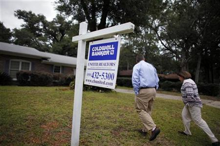A couple walk into their new house after buying it short sale in Pensacola, Florida, November 11, 2009. REUTERS/Carlos Barria