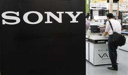 <p>Sony a contre toute attente enregistré un bénéfice d'exploitation au premier trimestre de son exercice 2010-2011, grâce à une hausse de la demande et à d'importantes réductions de coûts, qui ont compensé l'impact de l'appréciation du yen. /Photo prise le 29 juillet 2010/REUTERS/Toru Hanai</p>