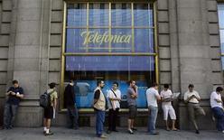 <p>Telefonica a enregistré une hausse de 9,4% de son bénéfice au premier semestre, supérieure aux attentes, la solidité de ses activités à l'étranger compensant la faiblesse de son marché intérieur, l'Espagne. /Photo d'archives/REUTERS/Susana Vera</p>