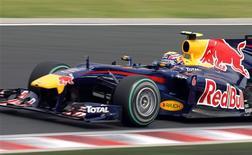 <p>Red Bull e Ferrari dizem que as asas, que não flexionam em testes de estresse estático, estão dentro dos regulamentos e passaram em inspeções da Fia. 30/07/2010 REUTERS/Balint Meggyesi</p>