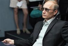 <p>Russia's Prime Minister Vladimir Putin visits the three-dimensional visualization centre at the Gazprom VNIIGAZ Scientific and Research Institute of Natural Gases and Gas Technologies outside Moscow, August 3, 2010. REUTERS/Ria Novosti/Pool/Alexei Druzhinin</p>