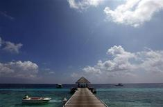 <p>A boat leaves a resort island at the Male Atoll December 7, 2009. REUTERS/Reinhard Krause</p>