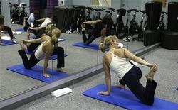 <p>Trainer Andrea Metcalf leads a strength training boot camp class at MBC Fitness in Westmont, Illinois in this handout photo taken January 2008 and released to Reuters on August 9, 2010. REUTERS/MBC Fitness/Handout</p>