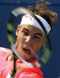 <p>O número um do mundo Rafael Nadal sobreviveu ao susto e Roger Federer encerrou uma série de derrotas recentes para Tomas Berdych na sexta-feira para conduzir os quatro melhores jogadores do mundo às semifinais do Masters de Toronto. REUTERS/ Mike Cassese</p>