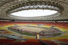 """<p>Общий вид стадиона """"Лужники"""" в Москве 2 мая 2008 года. Россия может отменить визы для участников и гостей чемпионата мира 2018 года, если удостоится права на его проведение от ФИФА, сказал премьер-министр РФ Владимир Путин. REUTERS/Mikhail Voskresensky</p>"""
