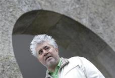 "<p>Diretor Pedro Almodóvar durante filmagens de ""La piel que habito"" em Santiago de Compostela, na Espanha. 23/08/2010 REUTERS/Miguel Vidal</p>"