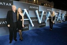 """<p>Director of the movie James Cameron and his wife Suzy Amis pose at the premiere of """"Avatar"""" at the Mann's Grauman Chinese theatre in Hollywood, California December 16, 2009. The movie opens in the U.S. on December 18. REUTERS/Mario Anzuoni</p>"""
