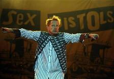 <p>The Sex Pistols lead singer John Lydon, also known as Johnny Rotten, performs at the Azkena Rock Festival in Vitoria September 5, 2008. REUTERS/Vincent West</p>