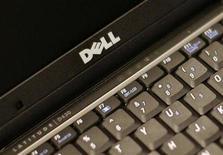 <p>Imagen de archivo de un computador de Dell en Nueva York. Ago 26 2008 Dell elevó el jueves su oferta por la firma de almacenamiento de información 3PAR a 24,30 dólares por acción, con lo que superó la propuesta de Hewlett-Packard, y puso al rojo vivo la puja por la firma. REUTERS/Brendan McDermid/ARCHIVO</p>