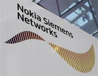 <p>Foto de archivo del logo de la compañía NSN en su casa matriz de Munich, nov 4 2009. La sociedad entre Nokia y Siemens, NSN, atrajo el interés de firmas de capital privado, dijo el lunes el presidente ejecutivo de la firma, Rajeev Suri. REUTERS/Michaela Rehle</p>