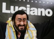 <p>Итальянский тенор Лучано Паваротти на пресс-конференции в Гонконге, 30 ноября 2005 года. 6 сентября 2007 года на 71-м году жизни скончался итальянский тенор Лучано Паваротти.</p>