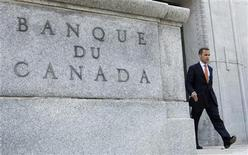 <p>Bank of Canada Governor Mark Carney leaves his office for a news conference upon the release of the Monetary Policy Report in Ottawa July 22, 2010. REUTERS/Chris Wattie</p>