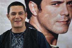 """<p>Spanish singer-songwriter and multiple Latin Grammy Award winner Alejandro Sanz smiles during a media conference to announce his concert """"Tour Paraiso 2010"""" (Paradise Tour 2010) in San Juan August 12, 2010. RUETERS/Ana Martinez</p>"""