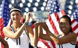 <p>Vania King (R) of the U.S. and Yaroslava Shvedova of Kazakhstan pose with their trophy after defeating Liezel Huber of the U.S. and Nadia Petrova of Russia during the women's doubles final at the U.S. Open tennis tournament in New York, September 13, 2010. REUTERS/Kevin Lamarque</p>