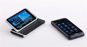 <p>O novo E7 da Nokia. A Nokia, maior fabricante mundial de celulares, apresentou nesta terça-feira três novos modelos de smartphones, tentando resgatar participação de mercado no lucrativo segmento de aparelhos mais sofisticados.14/09/2010.DIVULGAÇÃO</p>