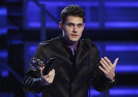 John Mayer accepts the Grammy for Best Male Pop Vocal Performance for his record Say at the 51st annual Grammy Awards in Los Angeles, February 8, 2009. REUTERS/Lucy Nicholson