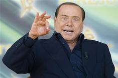 <p>Пресьер-министр Италии Сильвио Берлускони во время встречи в Риме 12 сентября 2010 года. Самолет, на борту которого находился премьер-министр Италии Сильвио Берлускони, был вынужден приземлиться вскоре после взлета в Милане в связи с неисправностью иллюминатора, сообщили власти в четверг. REUTERS/Remo Casilli</p>