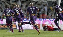 """<p>Игроки """"Бордо"""" радуются голу, забитому в ворота """"Лиона"""", во время матча высшей лиги Франции в Бордо 19 сентября 2010 года. """"Лион"""" продолжает неудачно выступать на старте чемпионата Франции - в шестом туре команда в гостях проиграла """"Бордо"""" со счетом 0-2. REUTERS/Regis Duvignau</p>"""
