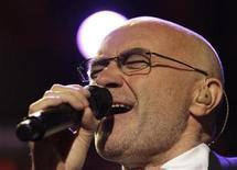 <p>El cantante británico Phil Collins durante su presentanción en el Festival de Jazz de Montreux en Montreux, Suiza, jul 1 2010. El británico Phil Collins había decidido dejar de grabar discos. REUTERS/Denis Balibouse</p>