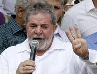 <p>Foto de archivo del presidente de Brasil, Luiz Inácio Lula da Silva, durante un mitin de campaña en la localidad de Campinas, sep 18 2010. Mientras el presidente de Brasil goza de uno de los índices de popularidad más altos del mundo y de la casi segura victoria de su sucesora en las elecciones, el político recibió otro honor el jueves: la historia de su vida fue elegida como candidata al Oscar. REUTERS/Nacho Doce</p>