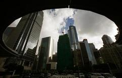 <p>Commercial buildings are seen at the financial Central district in Hong Kong August 17, 2010. REUTERS/Bobby Yip</p>