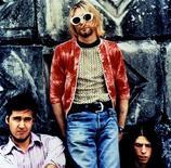 """<p>Лидер группы Nirvana Курт Кобейн (в центре) с членами коллектива, 7 апреля 1994 года. 24 сентября 1991 года группа Nirvana выпустила свой культовый альбом """"Nevermind"""". REUTERS/STR New</p>"""