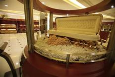 <p>A gold-plated casket, priced at 388,000 ringgit ($125,000), is on display at the Nirvana Memorial Centre in Kuala Lumpur September 22, 2010. Demand for luxury funerals is booming in Southeast Asia, driven by the rising ranks of the wealthy in the region. Photo taken September 22, 2010. To match Reuters Life! MALAYSIA-FUNERALS/ REUTERS/Bazuki Muhammad</p>