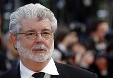 """<p>Imagen de archivo del director George Lucas, en el Festival de Cine de Cannes. May 14 2010 George Lucas se prepara para reestrenar las seis películas de la saga de """"Star Wars"""" en 3D, a partir del 2012 con una película al año comenzando por """"The Phantom Menace"""". REUTERS/Jean-Paul Pelissier/ARCHIVO</p>"""