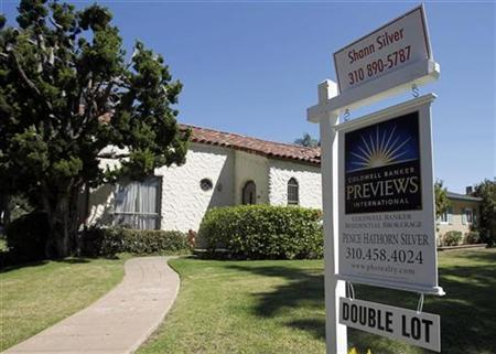 A home for sale is seen in Santa Monica, California in this September 27, 2010 file photo. REUTERS/Lucy Nicholson