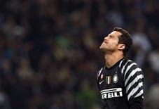 <p>O goleiro brasileiro Júlio César lamenta lance em jogo da Inter de Milão contra a Juventus. REUTERS/Alessandro Garofalo</p>