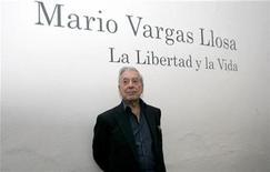 <p>El escritor peruano Mario Vargas Llosa en una Feria Internacional del Libro en Guadalajara. Dic 3 2009 El escritor peruano Mario Vargas Llosa, de 74 años, ganó el jueves el premio Nobel de Literatura 2010, informó el comité que otorga el galardón. REUTERS/Alejandro Acosta/ARCHIVO</p>