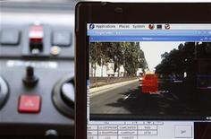 <p>Компьютер управляет машиной в Киеве 4 августа 2010 года. Немецкие ученые разработали роботизированный автомобиль, который пассажиры могут вызвать по телефону. REUTERS/Konstantin Chernichkin</p>