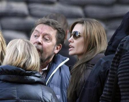 Angelina Jolie (R) talks to cast members during the filming of her first movie ''Untitled Bosnian War Love Story'' in central Budapest October 13, 2010. REUTERS/Bernadett Szabo