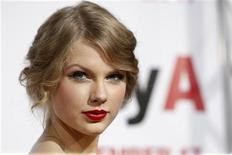"""<p>Taylor Swift na estreia do filme """"Easy A"""" em Hollywood. As canções de seu novo disco são dirigidos a John Mayer e outros homens que mexeram com a cantora. 13/10/2010 REUTERS/Mario Anzuoni</p>"""