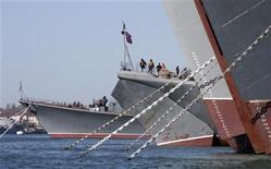 <p>Российские корабли на военной базе в Севастополе 27 апреля 2010 года. Россия планирует заказать в течение следующего десятилетия 18 новых судов для стремительно стареющего Черноморского флота, сообщило агентство Интерфакс со ссылкой на источник в военно-морском флоте. REUTERS/Stringer</p>