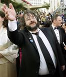 """<p>Режиссер трилогии """"Братство Кольца"""" на церемонии """"Оскар"""" в Голливуде 29 февраля 2004 года. Тысячи новозеландцев вышли на улицы в знак протеста против планов перенести съемки фильма Питера Джексона """"Хоббит"""" в другую страну. REUTERS/Lucy Nicholson</p>"""