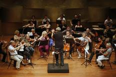 <p>Israel Chamber Orchestra's (ICO) conductor, Roberto Paternostro (C), rehearses with the orchestra's musicians at the Tel Aviv Museum October 20, 2010. REUTERS/Nir Elias</p>